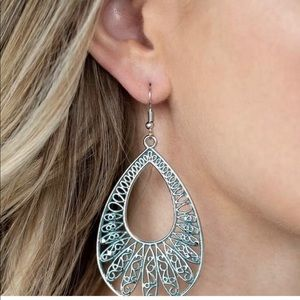 Paparazzi silvertone earrings. Blue.